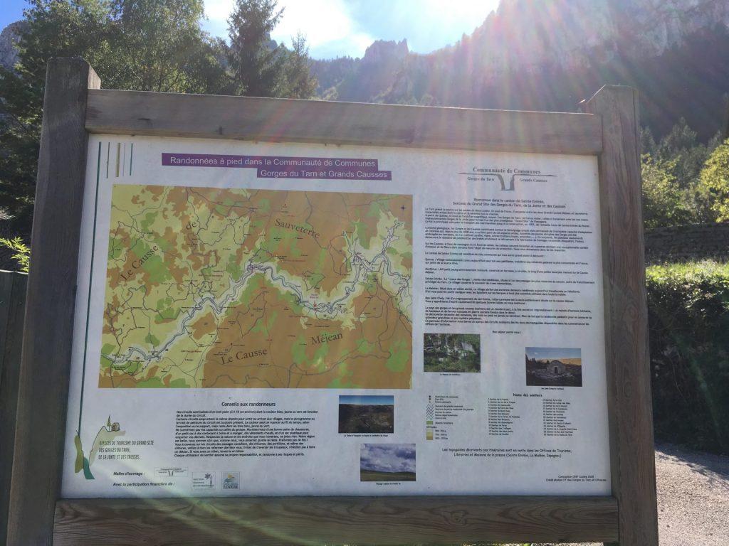 Nombreuses randonnées au départ du camping
